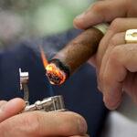 Accesoriile necesare pentru fumătorii de trabuc